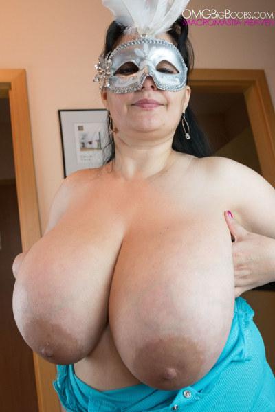 Masked amateur mature sex has